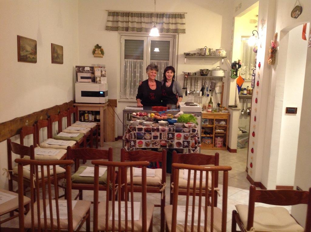 Monica con Roberta Molani, fondatrice e responsabile della scuola di cucina Peccati di Gola